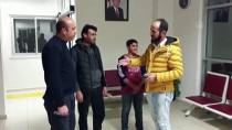 Suriyeli Baba Ve Oğlu, Buldukları Para Dolu Cüzdanı Polise Teslim Etti