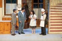 Usta Oyuncu Şener Şen 'Zengin Mutfağı' İle Sahnede