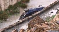 KAYAŞEHİR - Başakşehir'de Tekeri Patlayan Araç Su Kanalına Uçtu