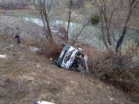 Sporcu kafilesini taşıyan minibüs devrildi: Ölü ve yaralılar var