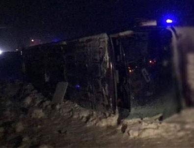 Sivas-Erzincan kara yolunda otobüs devrildi