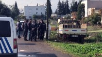 Antalya'da Yanan Araçta Erkek Cesedi Bulundu