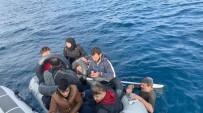 KAÇAK GÖÇMEN - İzmir'de 65 Kaçak Göçmen Yakalandı