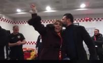ÇAYKUR - Kayserispor Başkanı Oyuncuları Soyunma Odasında Tebrik Etti