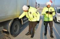 Niksar'da Trafik Ekipleri Kış Lastiği Uygulaması Yaptı