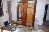 YILDIRIM DÜŞTÜ - Antalya'da eve yıldırım düştü