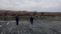 BALIK TUTMAK - Haber Alınamayan Balıkçının Nehir Kenarında Eşyaları Bulundu