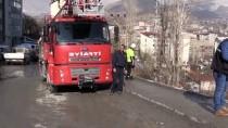 HAREKAT POLİSİ - Hakkari'de Minibüsün Devrilmesi Sonucu 3 Polis Yaralandı