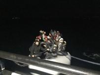 KAÇAK GÖÇMEN - İzmir'de 48 Kaçak Göçmen Yakalandı