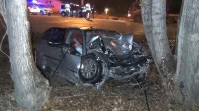Otomobil 35 Metre Sürüklenip Ağaca Çarptı Açıklaması 1 Ölü