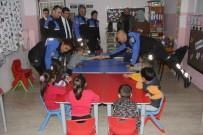 HAYVAN SEVGİSİ - Polisin Yazdığı Masal Kitabı Köy Okullarına Da Ulaştı