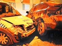 ŞÜPHELİ ARAÇ - Şüpheli Aracı Kovalayan Polis Ekibi Kaza Yaptı