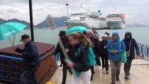 Alanya'ya Bir Günde İki Lüks Gemiyle 2 Bin Turist Geldi