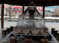 CAMİİ - Erzurum'da Şadırvanlar Buz Tuttu, Termometreler Eksi 15 Dereceyi Gösterdi