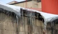 CAMİİ - Termometreler Eksi 15 Dereceyi Gösterdi