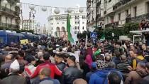 CUMHURBAŞKANLIĞI SEÇİMİ - Cezayir'de Binlerce Kişi Cumhurbaşkanlığı Seçimi Ve Sonucunu Protesto Etti