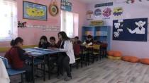 Gökkuşağı Gibi Renklendirdiği Okulu Öğrencilere Sevdirdi