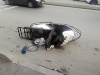 (Özel) Esenyurt'ta Vatandaşların Kovaladığı Hırsızlar Motosikleti Bırakıp Kaçtı