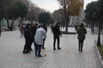 SULTANAHMET - Sultanahmet Meydanı'nda Silahlı Kavga Açıklaması 2 Yaralı