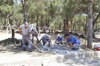 LALE SOĞANI - Sultangazi Belediyesinden Yeşil Alanlara Bakım