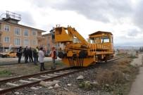 Tren Çekicisi Raylardan Geçen Kadına Çarptı Açıklaması 1 Ölü
