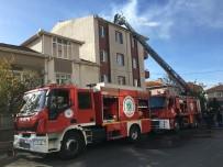FAHRİ KORUTÜRK - Apartmanın Çatısında Çıkan Yangın Korkuttu