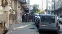 BARBAROS HAYRETTİN PAŞA - Gaziosmanpaşa'da Cezaevi Firarisi Polise Ateş Açtı, Annesini Yaraladı