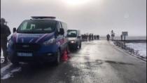 YÜK TRENİ - Kars'ta Yük Treninin Hemzemin Geçitte Çarptığı Otomobildeki 3 Kişi Öldü