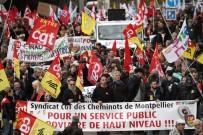 İŞÇİ SENDİKASI - Fransa'da Noel kutlamaları için grevlere ara çağrısı