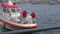 Üsküdar'da Denizden Erkek Cesedi Çıktı