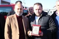 ÇOCUK HASTANESİ - Kahraman Şoföre Dolmuş Durağı Yönetiminden Ödül