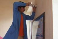 Öğrencilerden Oluşan 'Mobil Tamir Ekibi' Okulları Onarıyor