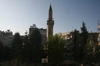 'Öksüz Minare' Camiye Kavuşuyor