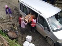 Türk Kızılayından Evlerini Kaybeden Aileye Yardım