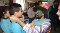 Üniversiteli Gençler Köy Çocuklarını Eğlendirdi