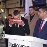 DEVİR TESLİM - Atama Yapılan Başkana Meydanda Görev Teslim Edildi