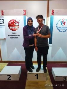 Bir Sporcu İki Madalya