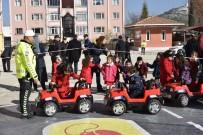 Çocuklar Mobil Trafik Eğitim Tırında