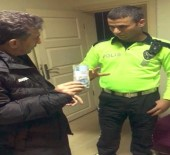 HAKAN ÜNSAL - Polis Yerde Bulduğu 10 Bin TL'yi Yaka Kamerası Sayesinde Sahibine Ulaştırdı
