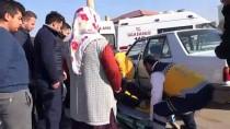 GÖKKAYA - Sivas'ta Otomobil İle Hafif Ticari Araç Çarpıştı Açıklaması 5 Yaralı