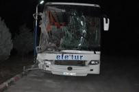 Dinar İlçesi Yakınlarında Otobüs Kamyona Arkadan Çarptı Açıklaması 10 Yaralı