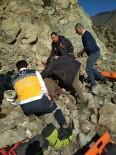 ÇORUH - Kayalıklardan Düşen Çoban Hayatını Kaybetti