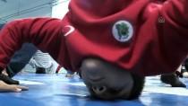 Köy Çocukları Yıldız Güreşçi Olmak İçin Çalışıyor