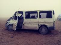 KAYALı - Öğretmenleri Taşıyan Minibüs Kamyonla Çarpıştı Açıklaması 13 Yaralı
