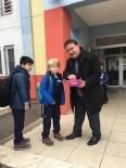 TAŞKıRAN - Okul Müdüründen Öğrencilere Sıcak Karşılama