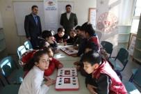 Okul Okul Dolaşıp Öğrencilere Akıl Ve Zeka Oyunları Öğretiyorlar