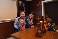 REFAH PARTİSİ - Satranç Şampiyonları Başkan Ali Kılıç'ı Ziyaret Etti