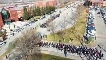 Üniversite Öğrencileri Kadına Şiddeti Protesto Etti