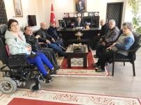 Burhaniye'de Engellilerden Kaymakam Öner'e Teşekkür Plaketi