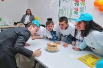 ENGELLİ ÖĞRENCİLER - Engelsiz Kursiyerlere Doğum Günü Sürprizi